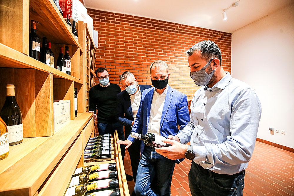 """Pitomača: Kroz EU projekt """"Master sommelier"""" vrijedan 1,8 milijuna kuna u SŠ Stjepana Sulimanca uređen vinski podrum sa 67 vinskih sorti"""