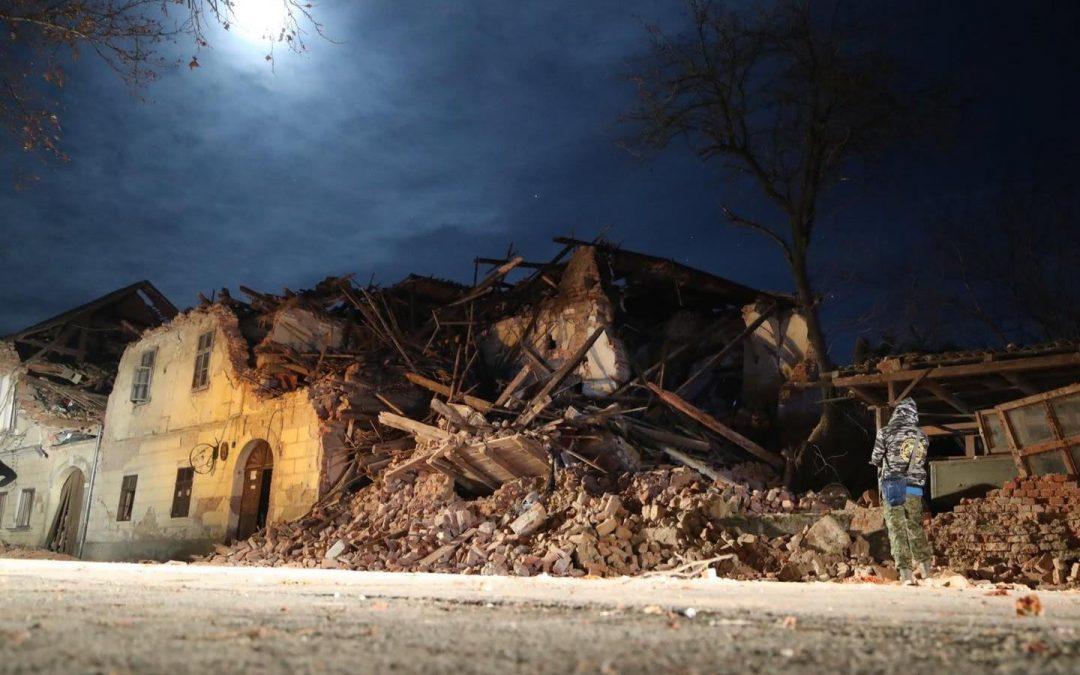 Općine Murter, Tisno, Pirovac i Tribunj obnovit će kuće po jednoj obitelji stradaloj u potresu, mnoge pomažu financijski, daruju stambene kontejnere…